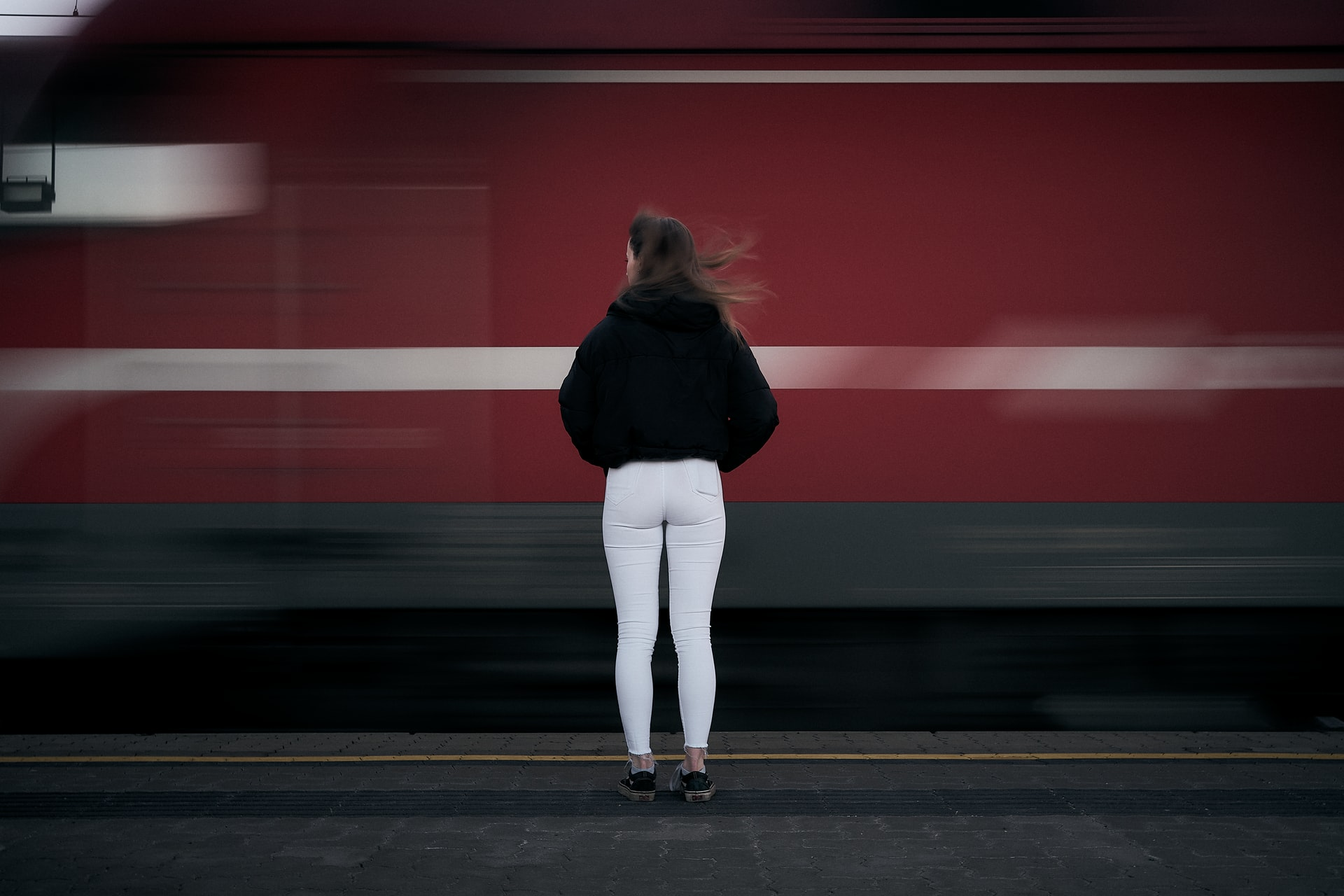 8 Poignant Books Like The Girl on the Train