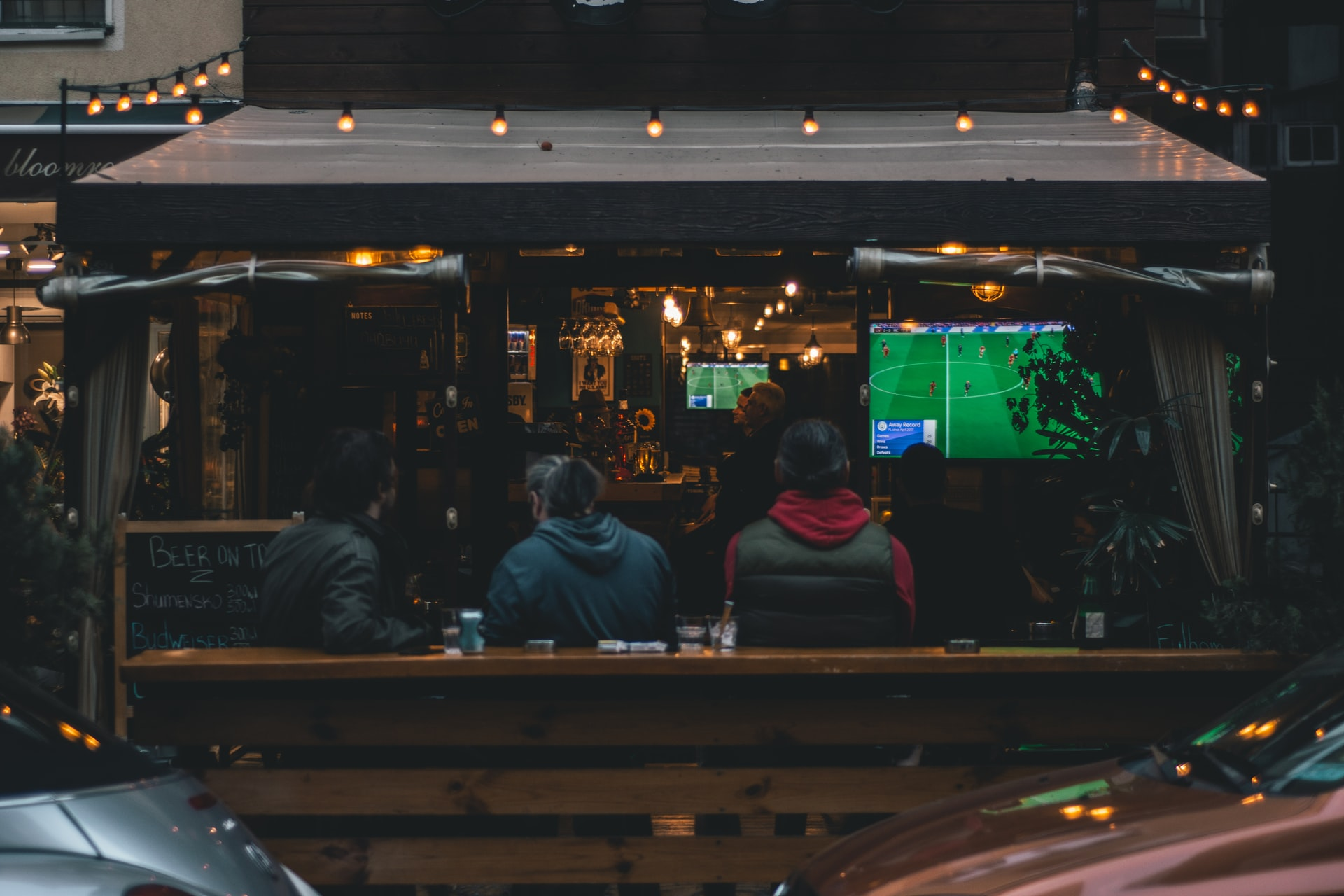 Where To Watch Football And Eat Good Food