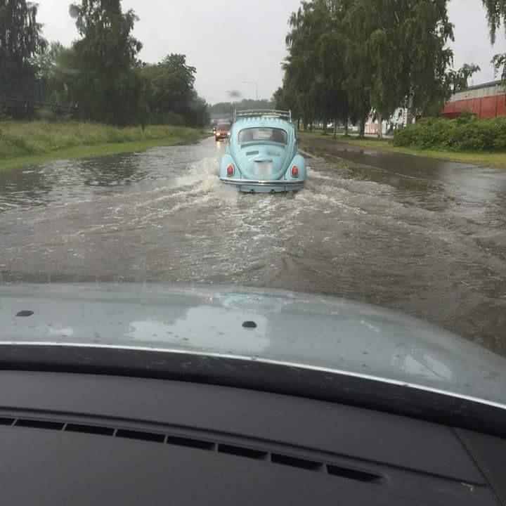 LÄSARBILD: översvämning längs Atlasgatan