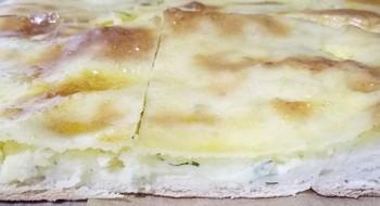 Пирог с сыром и картошкой: (200)