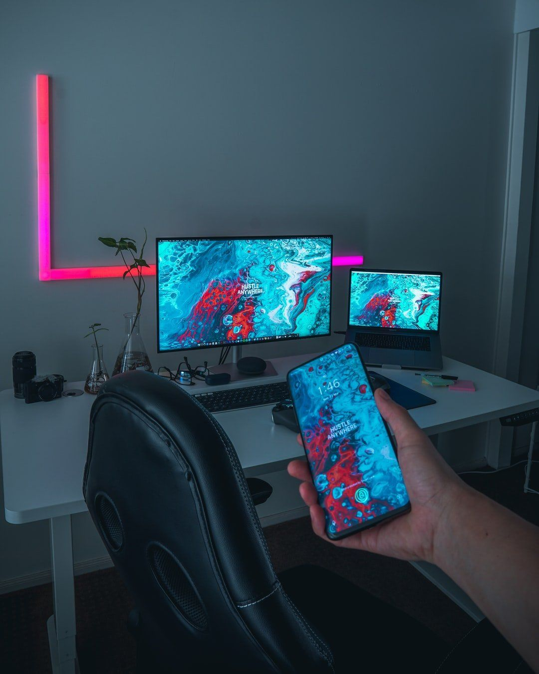 /mobile-vs-pc-3-new-trends-in-gaming-development-x83f3t52 feature image