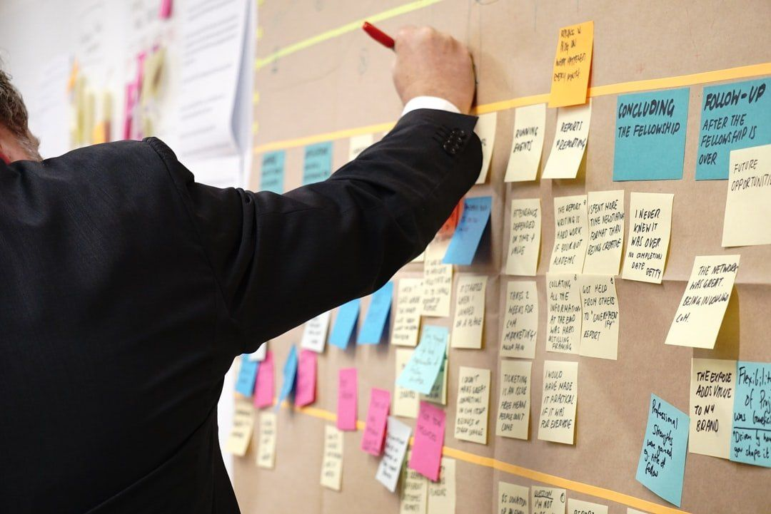 /how-to-pivot-to-product-management-2w103xgq feature image