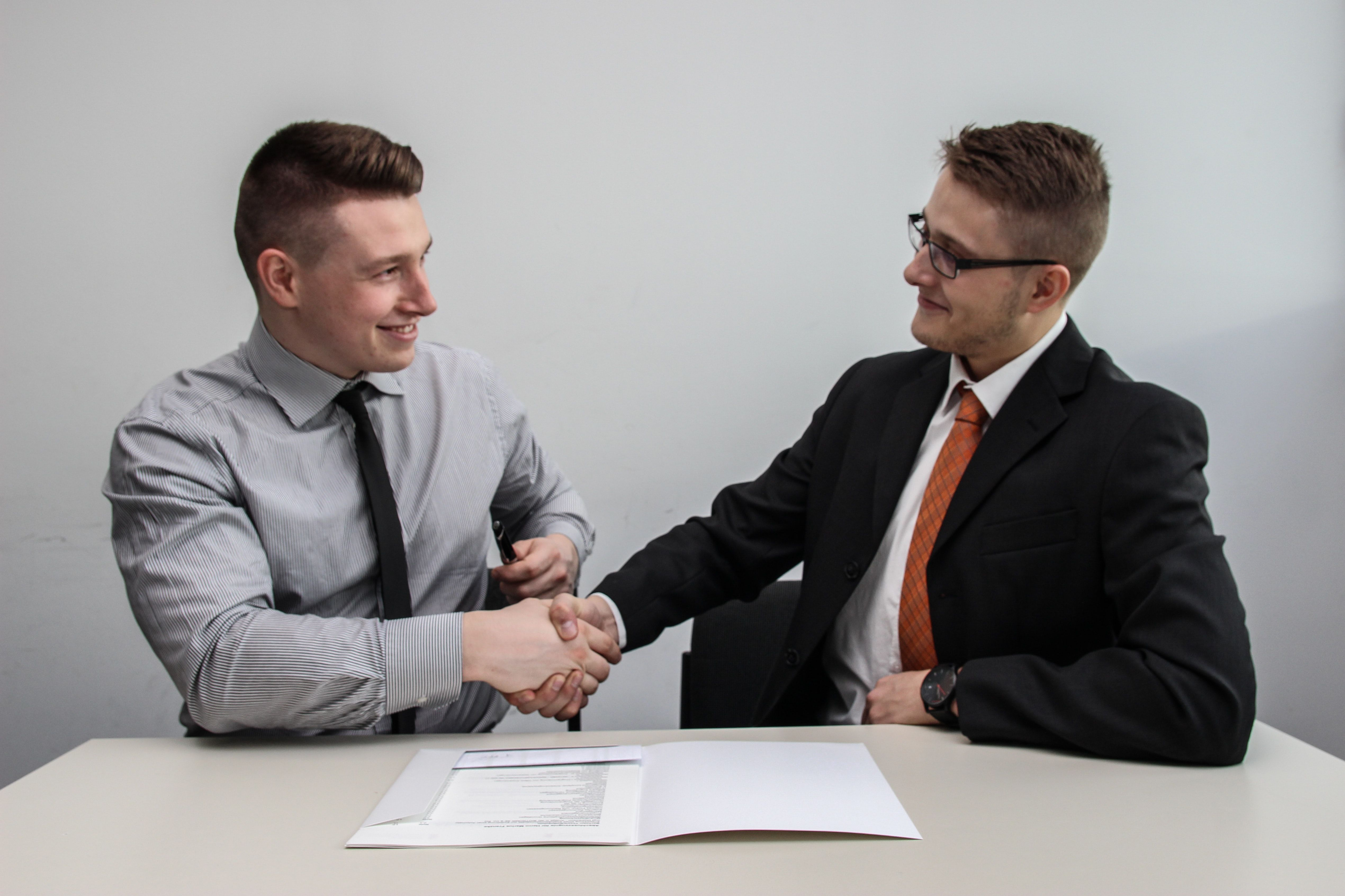 /10-ways-to-effectively-sell-yourself-during-a-job-interview-w8z315h feature image