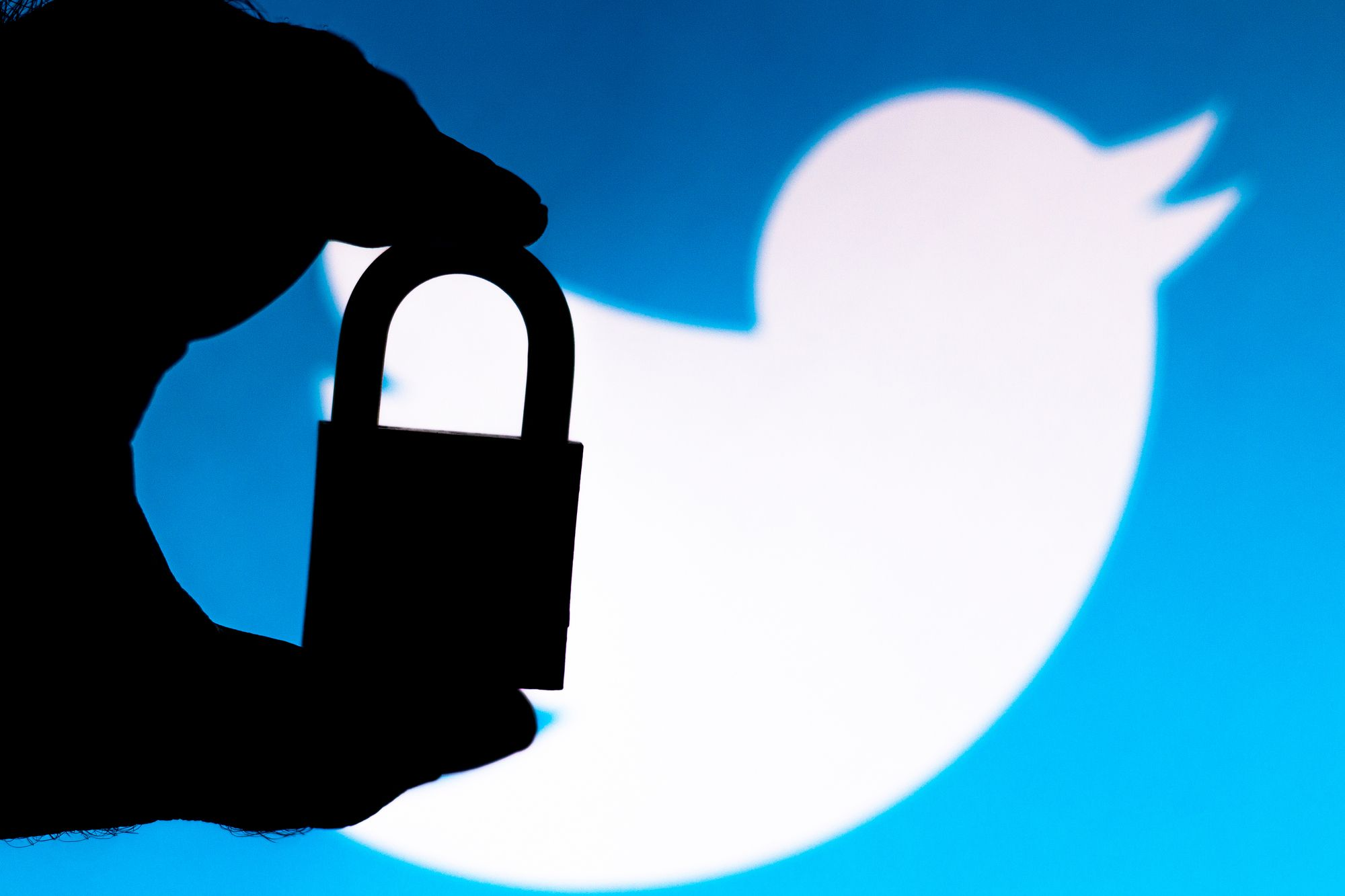 /twitter-hack-prompts-crypto-users-to-reevaluate-their-online-security-031s3ud3 feature image