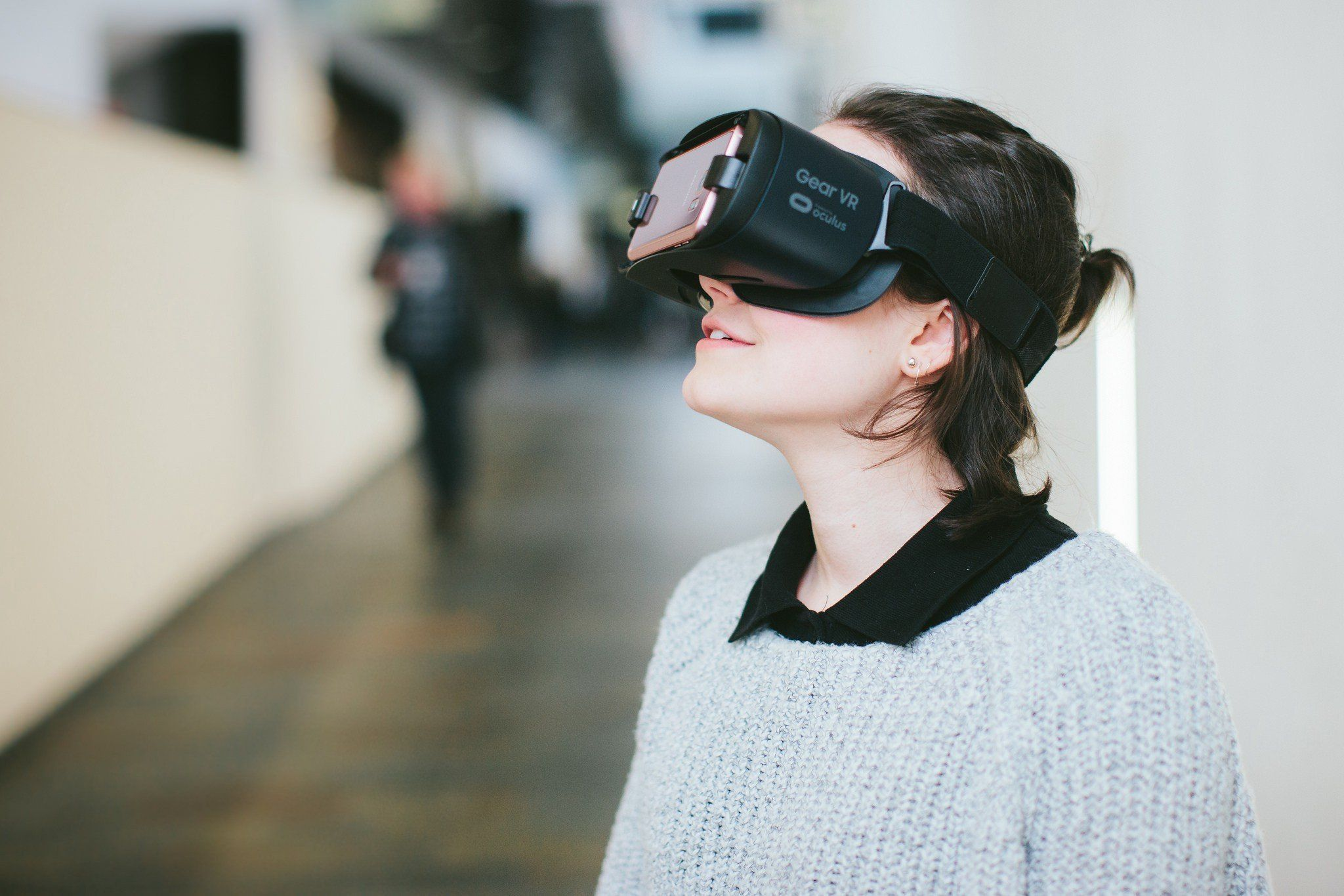 /how-learning-from-the-physical-world-can-help-us-design-virtual-reality-experiences-eq7l31bi feature image