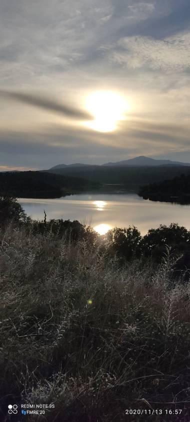 Paco  Requena en Hamelin: Paisaje  (Guadalix de la Sierra), Anochecer sobre el embalse de Pedrezuela