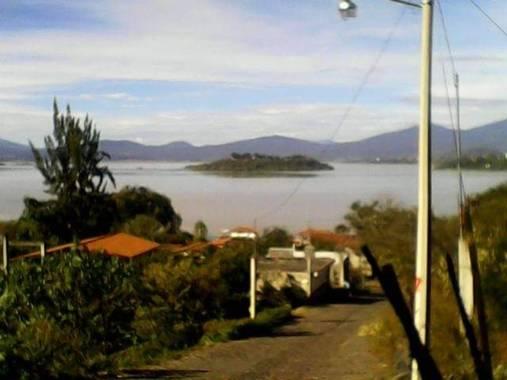 Jair aminadab en Hamelin: Paisaje  (Tzintzuntzán), La #IsladePacanda es una de las cuatro islas que existe en el #LagodePatzcuaro y es la isla más grande y...