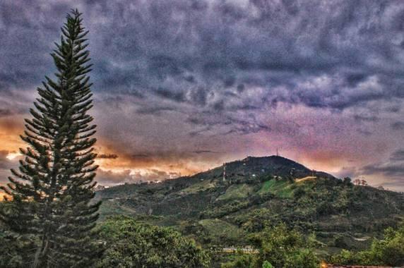 vicfonckph en Hamelin: Paisaje  (Pereira), Nuestras hermosas montañas.📸📸 #colombia #pereira #laperla #pereiracapitaldeleje #montaña #montaña #montañas #m...