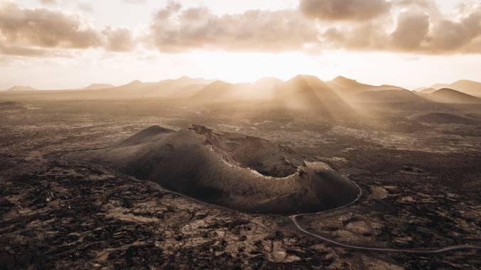 @chamo.raw en Hamelin: Paisaje  (Tinajo), Descubriendo los volcanes del parque natural de Timanfaya  #lanzarote #canariasdesconocida #nature_wizards