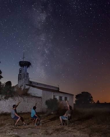 cruzoscarfotos en Hamelin: Paisaje  (Vegaviana), Mirando las estrellas  #oscar_cruz_fotos #nocturnas #estrellas