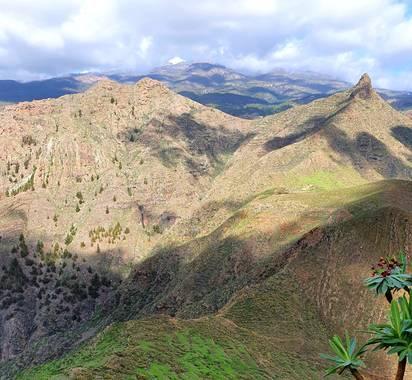Melchique en Hamelin: Paisaje  (Arona), En el fondo el Volcano Teide con nieve.  La foto tomada desde el Roque del Conde, Tenerife  #canarias #tenerife #pa...