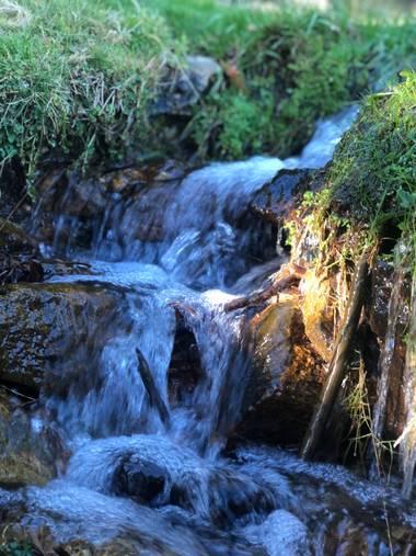 Geles2020 en Hamelin: Paisaje  (Rascafría), Riachuelo que cae en la montaña. #Otoño20 #SierraGuadarrama #Madrid