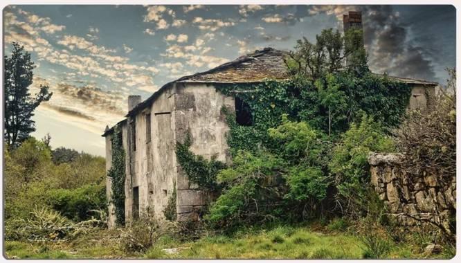 Manuropo39 en Hamelin: Paisaje  (Friol), Aldea abandonada