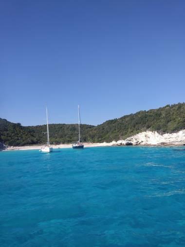 Fannitxu92 en Hamelin: Paisaje  (Paxi), #turismonatural Dicen que el barco navega enamorado del mar.