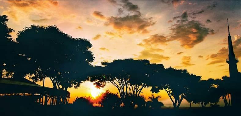 """vicfonckph en Hamelin: Paisaje  (Pereira), """"Las puestas de sol son una prueba de que pase lo que pase, todos los días pueden terminar maravillosamente"""". #p..."""