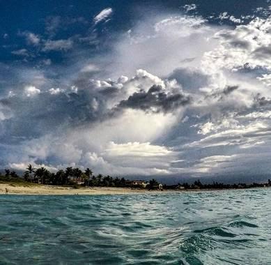 bernard1402  en Hamelin: Paisaje  (Cárdenas), Playa de Varadero en la Península de Hicacos. Cuba. Foto tomada desde el mar, usando una cámara Gopro Heros 5...