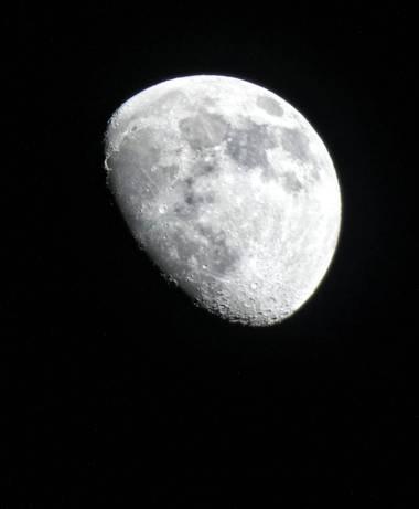 mariale en Hamelin: Paisaje, #luna  #moon  Lunes, 22/02/2021 No es la mejor pero no puedo evitarlo😅 está preciosa la luna hoy, hasta las estrellas lucen,...