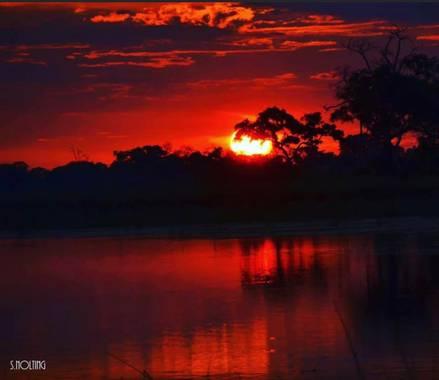 su en Hamelin: Paisaje  (Hwange), Puesta de sol sobre el río Zambeze.  El río Zambeze es un largo río del África austral, el cuarto por su longitud de todo...