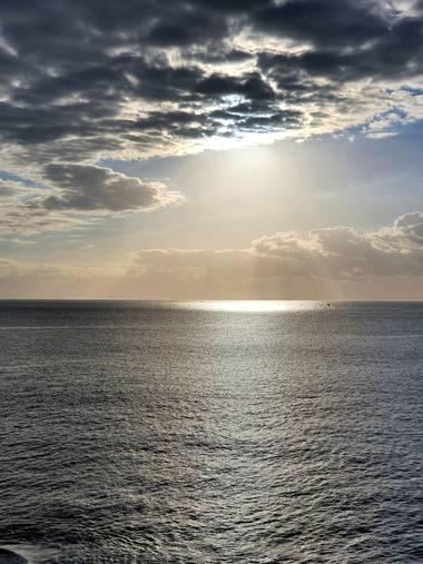 Melchique en Hamelin: Paisaje  (Adeje), Enero con el rayo del sol en color plata.  Islas Canarias,  Tenerife,  Costa Fañabe. #tenerife #canarias #landscape...