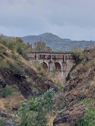 Apasnau75 en Hamelin: Paisaje  (Málaga), Parte del Acueducto de San Telmo, en los Montes de Málaga, considerado como una de las obras de ingeniería hidrául...