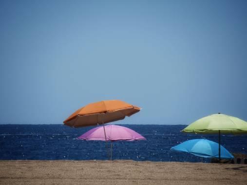 Manelsersol en Hamelin: Paisaje  (Tossa de Mar), #paissajes20 #verano2020 #colores2020 #sombrillas #mediterraneo #tossademar #costabrava #costabrava20 #vac...