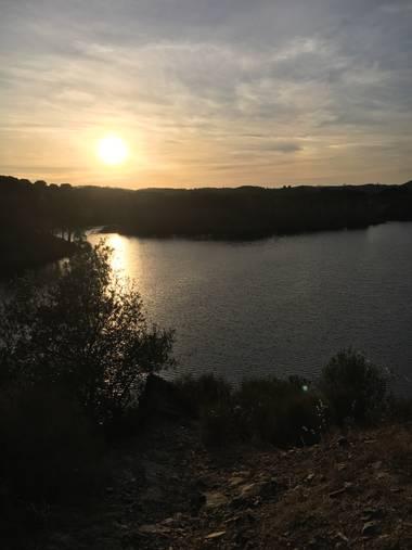 valeriamarc98 en Hamelin: Paisaje  (Calañas), Dique Calabazar. #dique #paisaje #sol #verano