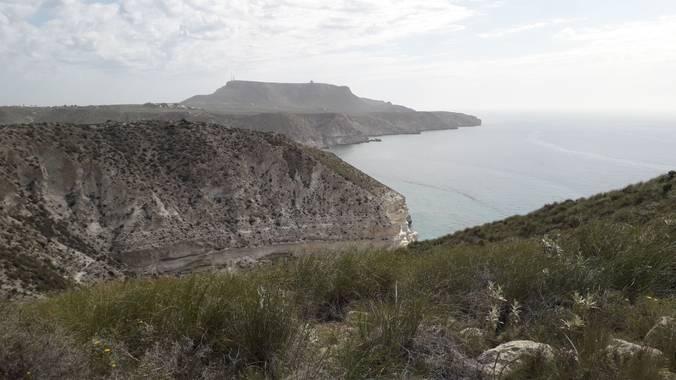 Solerantonio2 en Hamelin: Paisaje  (Níjar), Acantilados y al fondo mesa roldan almeria