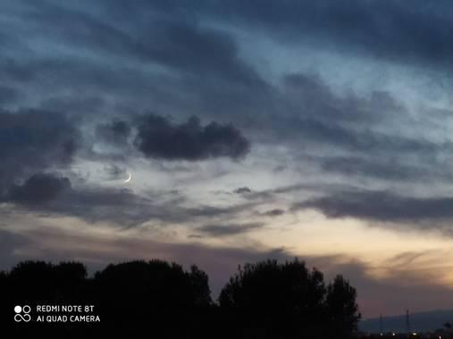 insafkiouah28 en Hamelin: Paisaje  (Tarragona), Precioso atardecer con luna creciente
