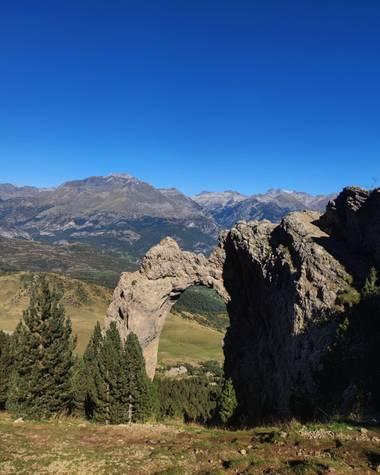 aidalzira en Hamelin: Paisaje  (Biescas), #paisaje #paisajes  El arco de piedrafita,Rita circular desde tramacastilla de tena pasando por el bosque del be...