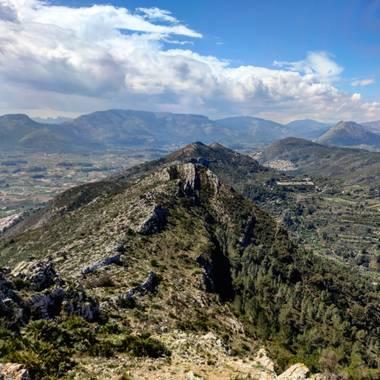aidalzira en Hamelin: Paisaje  (Jalón), Vistas desde el Castell d'aixa ruta desde llíber a jalón pasando por el punto geodésico (Castell d'aixa)  #paisaje ...