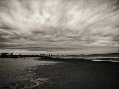 teuladiphoart en Hamelin: Paisaje  (Alboraya), Playa de la Patacona. #playapatacona #tormentaenelmar  #blancoynegro  #valencia