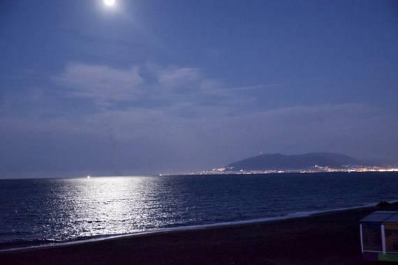 ralphlagarillo en Hamelin: Paisaje  (Málaga), Luna Rosa sobre la bahía de Malaga