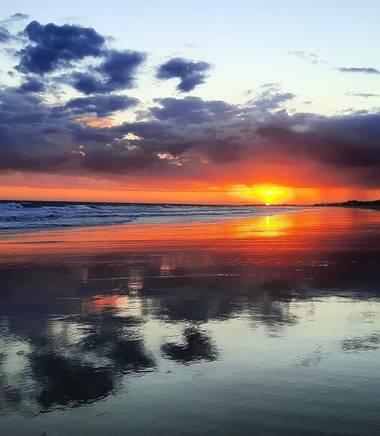 Maribel en Hamelin: Paisaje  (Moguer), 🐚Otro día más un final de tarde espectacular,con lluvia de fondo y espejos en la orilla 🤍