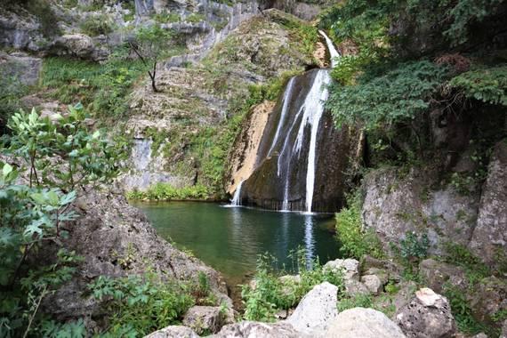 carogv1995 en Hamelin: Paisaje  (Riópar), La tierra tiene música para los que saben escuchar. 🌍  #calaresdelríomundo  #riopar  #naturaleza  #cascada  #par...
