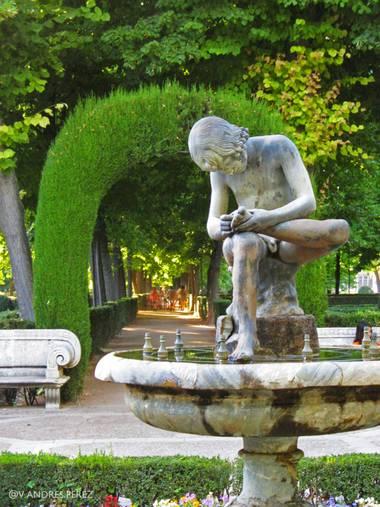 V. Andrés Pérez  en Hamelin: Paisaje  (Aranjuez), Fuente del Espinario, Jardín de la Isla, Aranjuez (Madrid).  #ParquesyJardines #jardindelaisla #fuentedel...