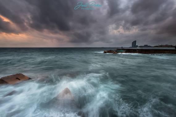Justi en Hamelin: Paisaje  (Barcelona), Amanecer Mediterraneo....un mar embravecido!!!!