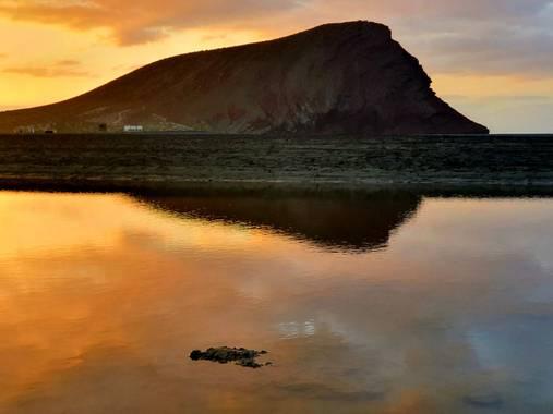 Melchique en Hamelin: Paisaje  (Granadilla de Abona), El amanecer es el momento en el que nada respira, la hora del silencio.💫  La playa de la Tejita está...