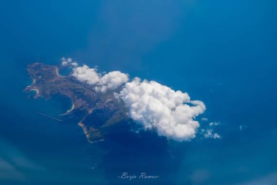 Borja.Ra en Hamelin: Paisaje  (París), Foto aérea de una de las islas Francesas. ¿Alguien me ayuda a identificar la Isla? #naturaleza #flora #fauna #paisaj...