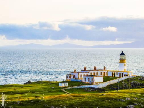 Jesús Foronda en Hamelin: Paisaje  (Isle of Skye), El faro Neist Point esta situado en la costa oeste escocesa dentro de la Isla de Skye y lleva guiando a ...