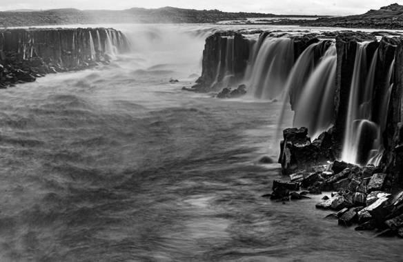 david en Hamelin: Paisaje  (Norðurþing), #apfb Selfoss. Cuando el tiempo no acompaña para nada... Un blanco y negro puede ser una buena vía de escape.