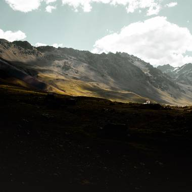 Cristian González en Hamelin: Paisaje  (Tupungato), Paisaje estilo #Got  En las cuevas, #mendoza  #argentina al límite con #chile