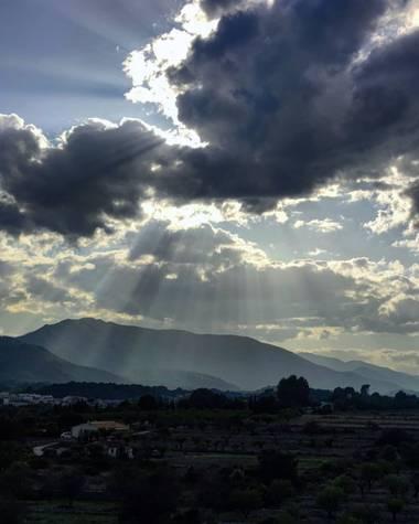 aidalzira en Hamelin: Paisaje  (Llíber), Una tarde de paseo por la montañera de llíber.Pude disfrutar de este espectáculo de luces.❤️ #paisajes #paisaje