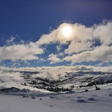 tattuz586 en Hamelin: Paisaje  (Junín de los Andes), #vidasalvaje #pueblosdemontaña #invierno #nieve #patagonia #patagoniaargentina #blanco #frio #cieloazu...
