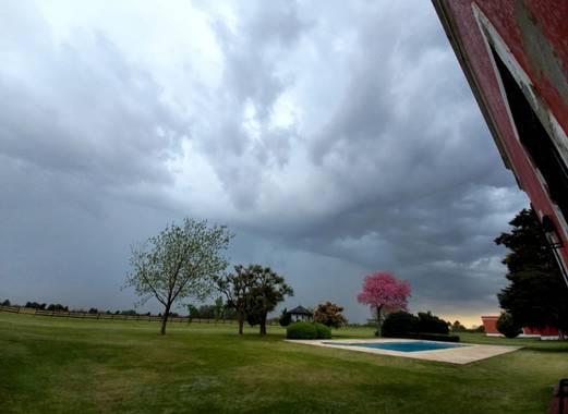Arraezanyela en Hamelin: Paisaje  (Manuel Alberti), Cielo lluvioso