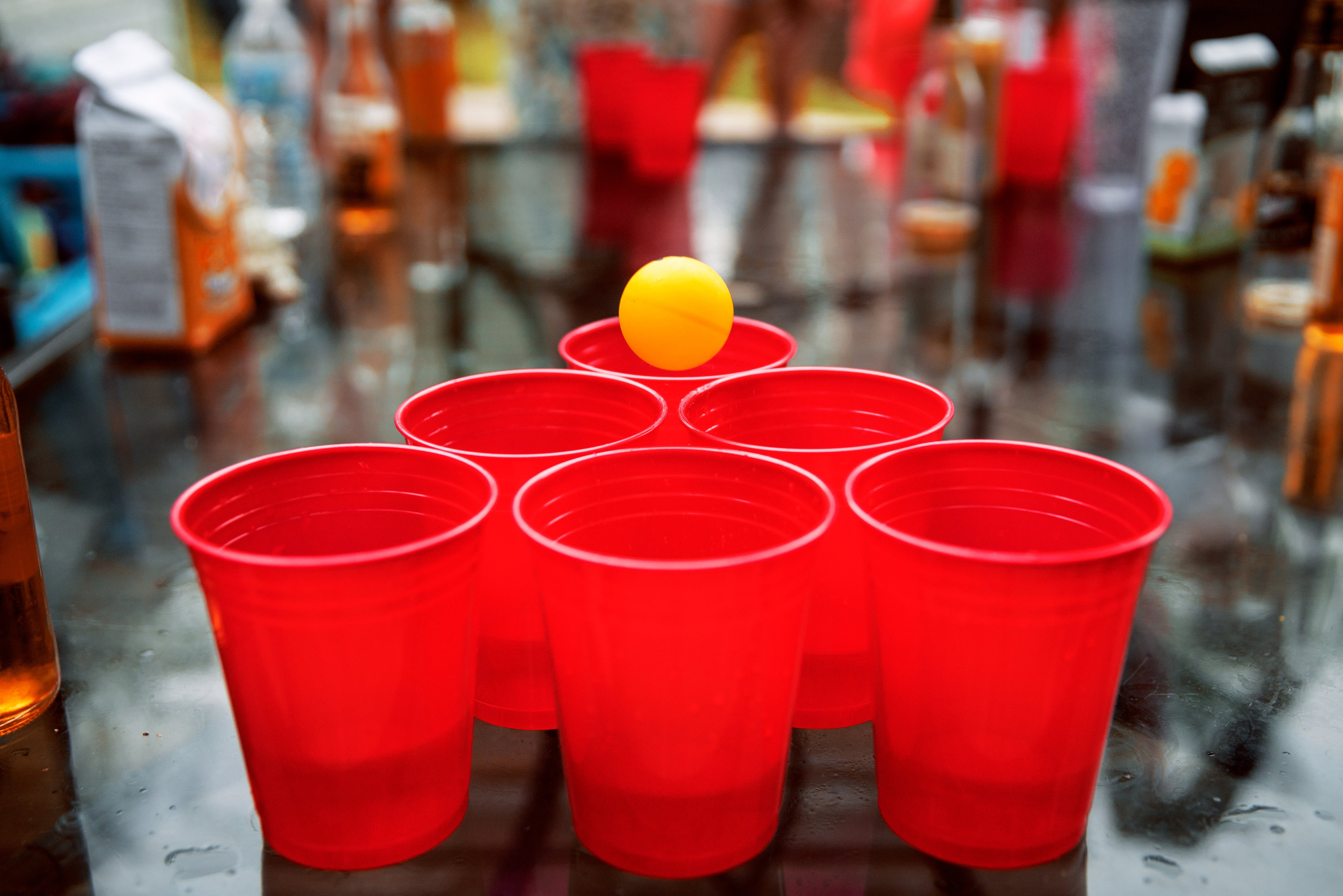 Image of Beer Pong (Beirut), a drinking game on Happy Stagger