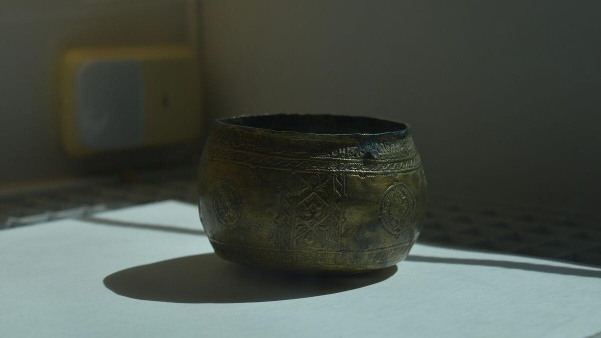 Um dos vasos cordobeses, saqueados pelos catalães em 1010. Curiosamente, está em péssimo estado de conservação, com pátina sobre a superfície de ouro puro.