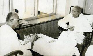November 1977: RSS sarsanghchalak Balasaheb Deoras (left) with Jayaprakash Narayan at the Latter's residence