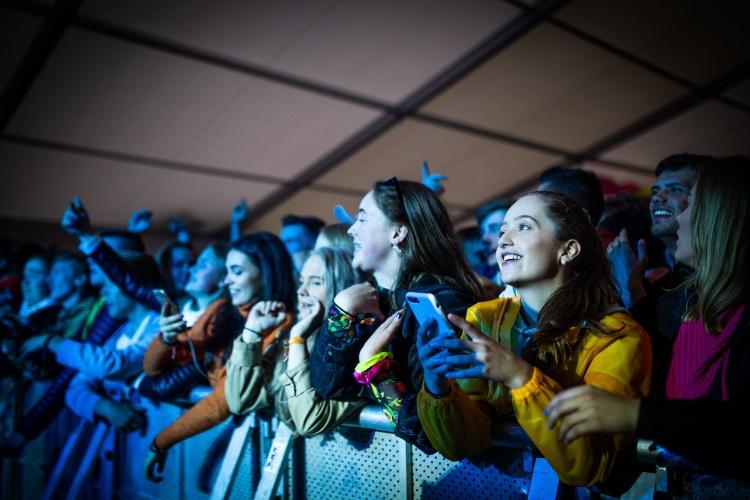 Publikum i NTE-teltet