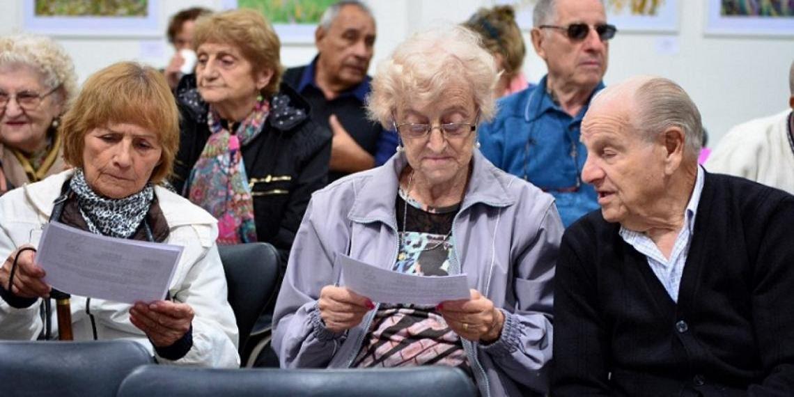 Imagen de la nota 'Jubilados y beneficiarios de la ANSES podrán certificar poderes gratuitamente'