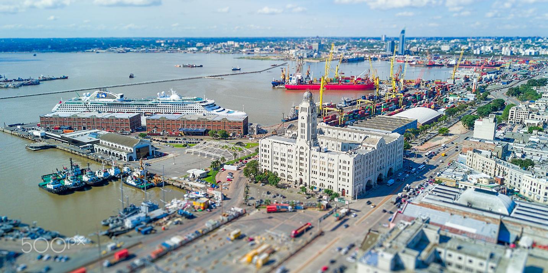 Imagen de la nota 'Lacalle Pou y la entrega del puerto de Montevideo hasta el 2081'